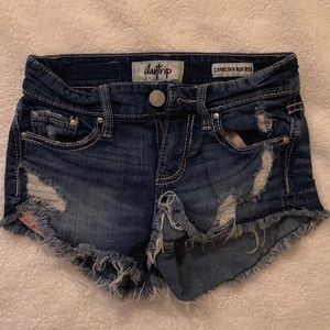Day trip jean shorts (from Buckle)